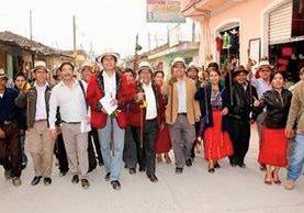Pedro Raymundo Cobo y el grupo con el que ganó la repetición de elecciones el año pasado. (Foto Prensa Libre: Óscar Figueroa)