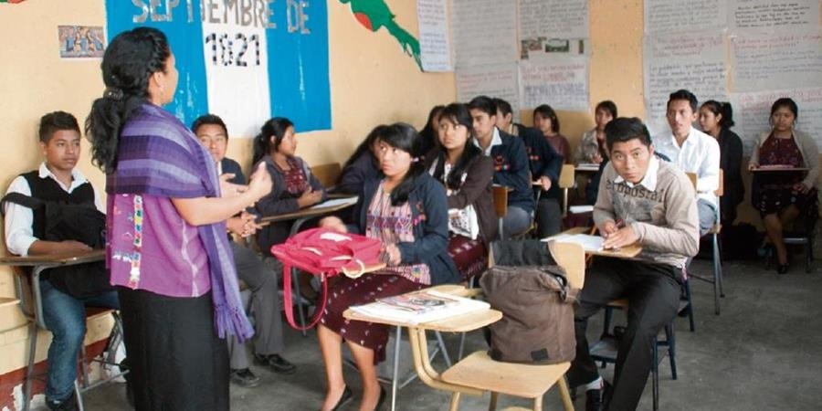 Unos 2 mil 500 estudiantes al año podrían ser beneficiados con el préstamo (Foto: Hemeroteca Prensa Libre)