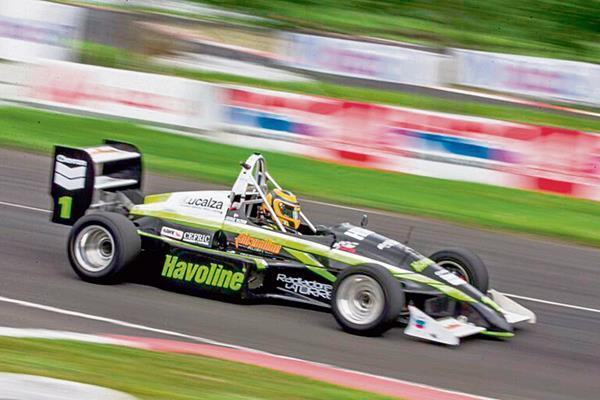 Hazbun fue el gran protagonista de la Fórmula Mazda, luego de imponer respeto en la pista de asfalto del Autódromo Pedro Cofiño, en la tercera fecha.
