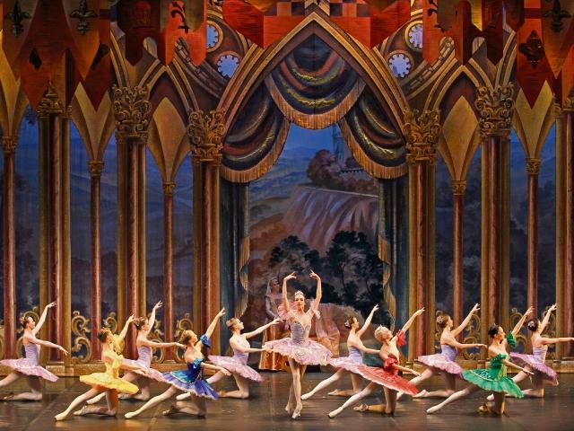 El russian Classical Ballet interpretará la versión del coreógrafo francés Marius Petipa, basada en la música del compositor ruso Piotr Ílich Tchaikovsky.