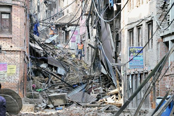 Daños por terremoto en en Bhaktapur, cerca de Katmandú, Nepal.