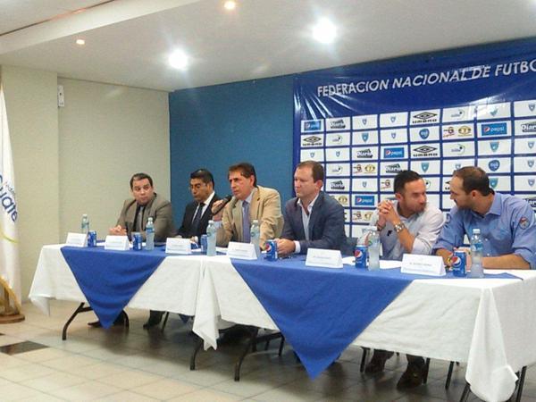 Bryan Jiménez ofrece una conferencia de prensa este miércoles. (Foto Prensa Libre: Edwin Fajardo)