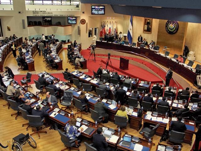 La Asamblea Legislativa debe negociar y aprobar un crédito millonario para superar la crisis fiscal y el riesgo de impago. (Foto Prensa Libre:INCEP.ORG)