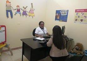 Las nuevas instalaciones de la Procuraduría de la Niñez y Adolescencia cuenta con tres clínicas de psicología (Foto Prensa Libre: Geldi Muñoz).