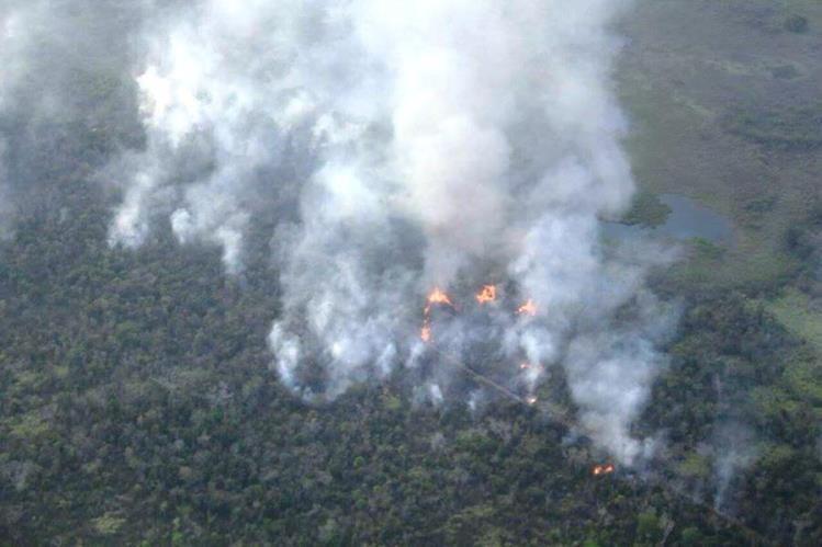 Varios incendios forestales afectaron la Reserva de la Biosfera Maya. (Foto Prensa Libre: Rigoberto Escobar)