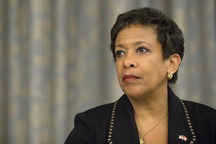 La fiscal estadounidense, Loretta Lynch brindó este lunes una conferencia de prensa para dar a conocer detalles de la investigación en el caso Fifa. (Foto Prensa Libre: AP)