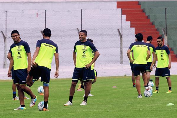 Entrenamiento de Antigua GFC en el estadio Pensativo. (Foto Prensa Libre: Hemeroteca PL)