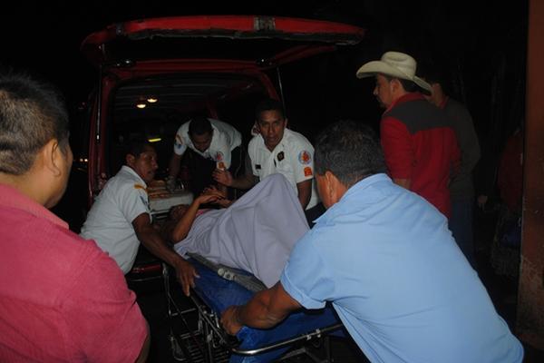 """<p>La menor fue trasladada al Hospital Nacional de Poptún. (Foto Prensa Libre: Rigoberto Escobar)<br _mce_bogus=""""1""""></p>"""