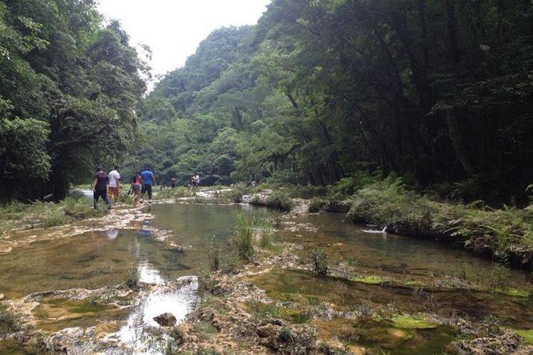 Sitio turístico Semuc Champey, en Lanquín, donde se registra la protesta de pobladores. (Foto Prensa Libre: Eduardo Sam)