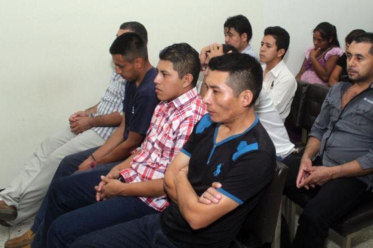 Los ocho condenados por varios delitos en Jalapa. (Foto Prensa Libre: Hugo Oliva)