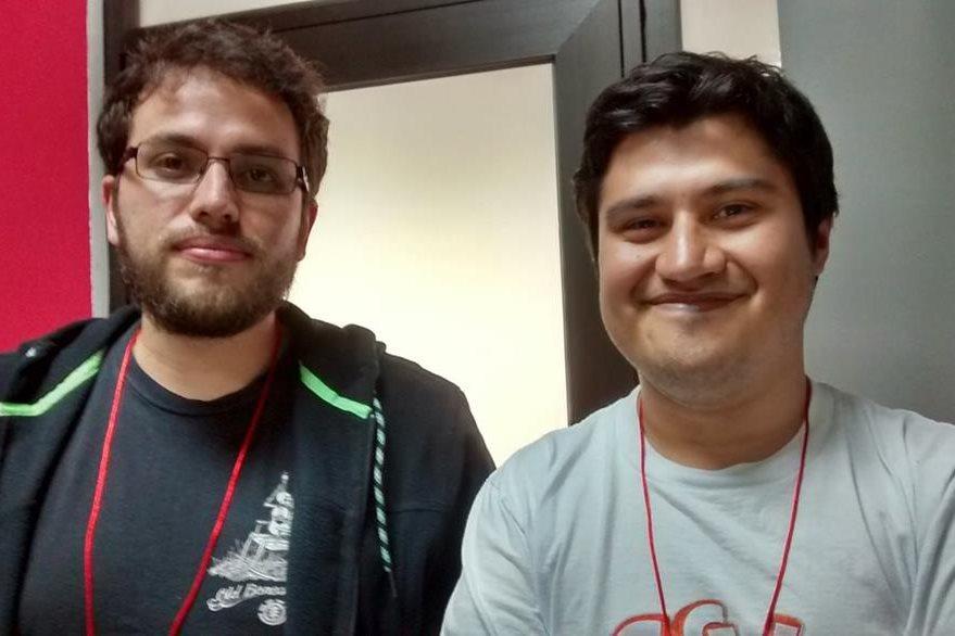 Ricardo Illescas y Bryan Alvarado, desarrolladores del videojuego en el cual trabajaron durante varios meses. (Foto Prensa Libre: Hemeroteca PL).