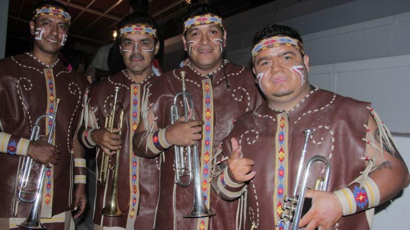 Banda Cuisillos es reconocida por su vestuario de indios apaches. (Banda Cuisillos).