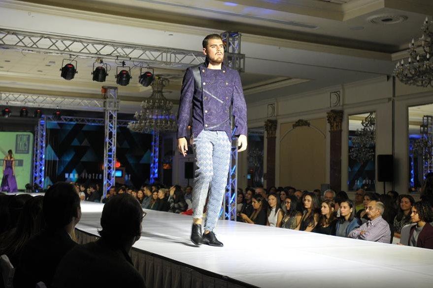 Los estudiantes también mostraron prendas para hombres. (Foto Prensa Libre: Ana Lucía Ola)