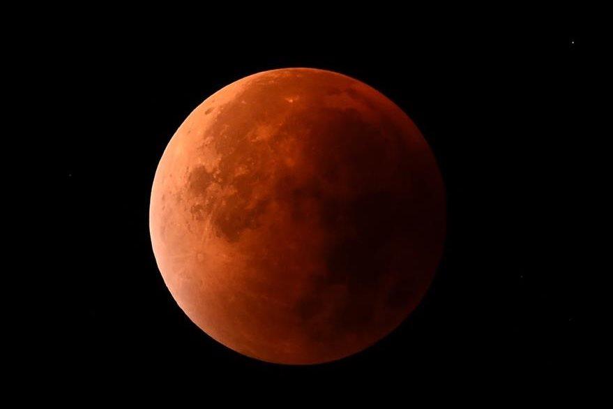 """La """"Superluna de Sangre"""" vista desde Alemania. (Foto: Prensa Libre/AFP)"""