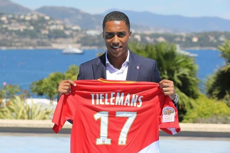 Youri Tielemans fue presentado ayer como nuevo jugador del Mónaco. (Foto Prensa Libre: AFP)
