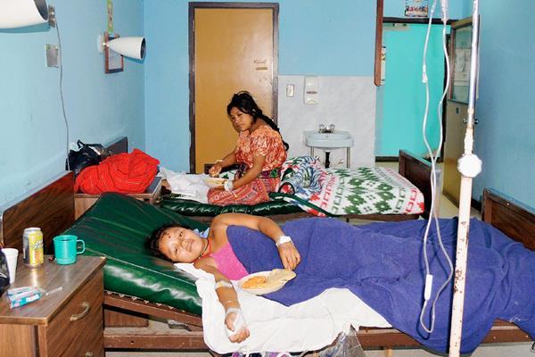 Catalina Caal Yat, de 16 años, una de las heridas en el accidente ocurrido en la aldea Campamac, Uspantán, Quiché, permanece internada en el Hospital Distrital de Uspantán. (Foto Prensa Libre: Óscar Figueroa)