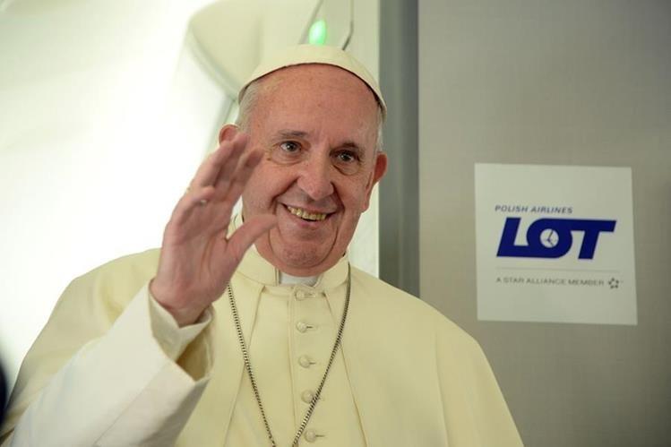 El Papa Francisco opina que Messi es el mejor jugador del mundo, por encima de Pelé y Maradona. (Foto Prensa Libre: AFP)