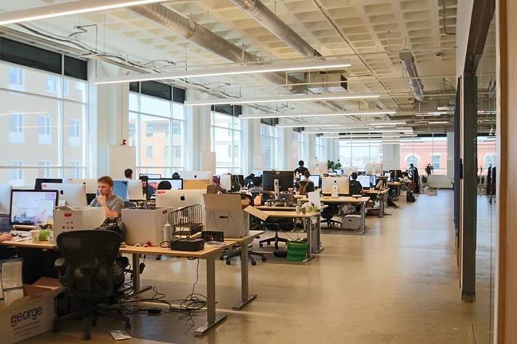 Duolingo luce novedosos con sus nuevas instalaciones. (Foto Prensa Libre: Fb Luis Von Ahn)