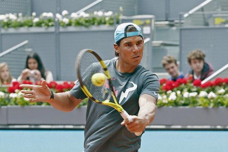 Nadal y Djokovic podrían enfrentarse en la final en Madrid. (Foto Prensa Libre: AFP)