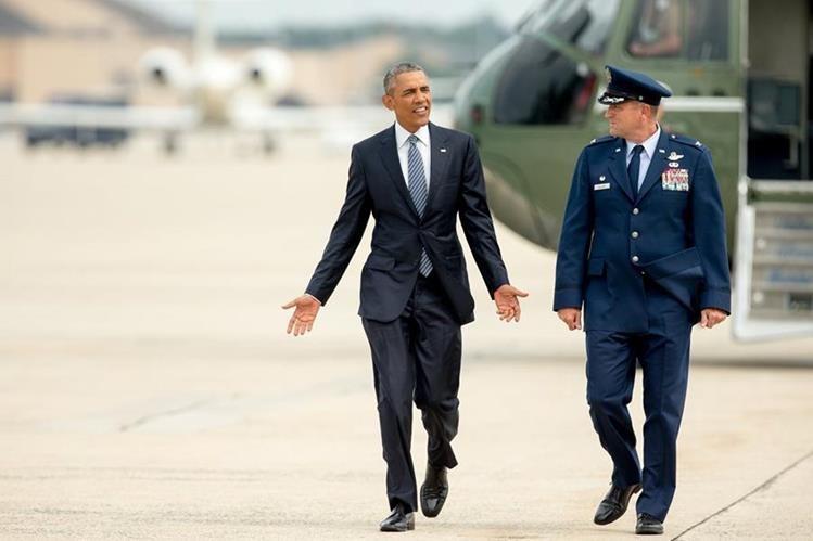 <em>Obama en su partida de la Casa Blanca rumbo a Alaska este lunes. (Foto Prensa Libre: AP).</em>