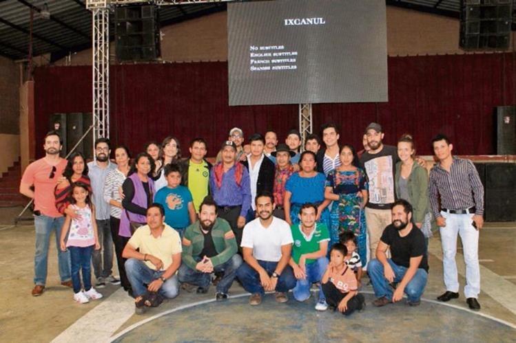 Parte del elenco que participó en la producción de Ixcanul. (Foto Prensa Libre: Enrique Paredes).