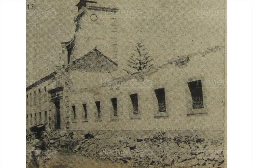 Instituto Central para Varones  destruido por   el terremoto  del 25 de diciembre 1917. Foto publicada el 27/12/1972. (Foto: Hemeroteca PL)
