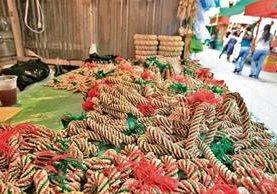 coronas y variedad de adornos de trigo para decorar se pueden encontrar en un local ubicado a un costado del Mercado Central, en la zona 1.