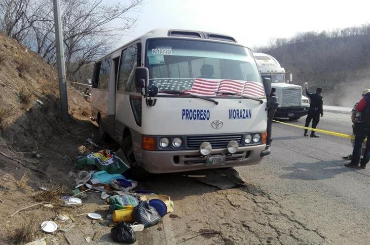 Este es el vehículo en el que viajaba la madre. (Foto Prensa Libre: Hubo Oliva)