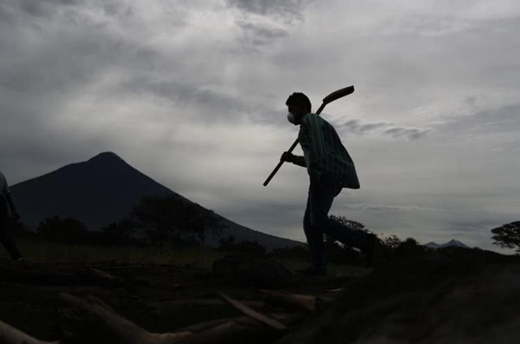 Guatemala reanuda la búsqueda de víctimas en zona devastada por volcán