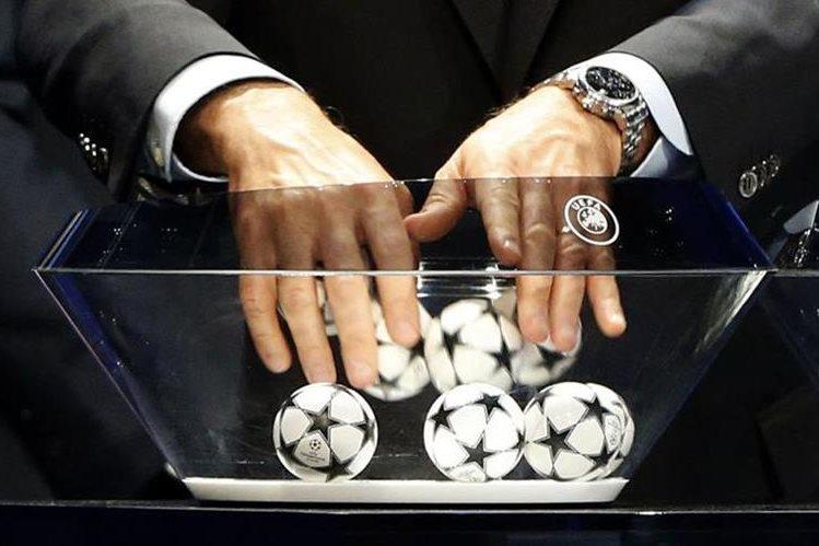 Este jueves se realizará el sorteo de la fase de grupos de la Liga de Campeones de Europa. (Foto Prensa Libre: Hemeroteca)