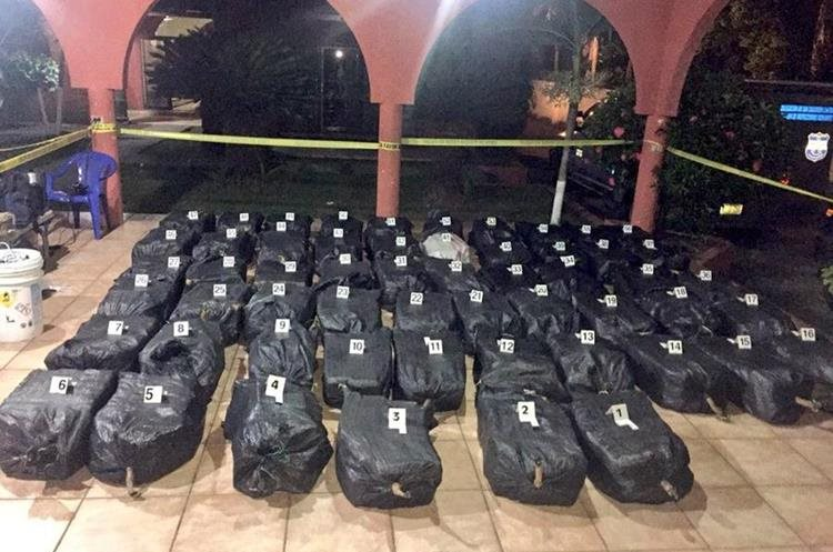 Los mil 681 kilos de cocaína están valorados en unos US$42 millones de dólares. (Foto Prensa Libre: Fiscalía de El Salvador)