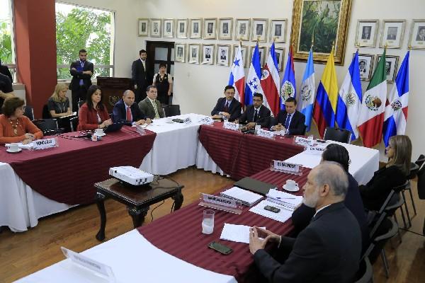 Representantes de México, Centroamérica buscan una solución a la crisis de migrantes cubanos.