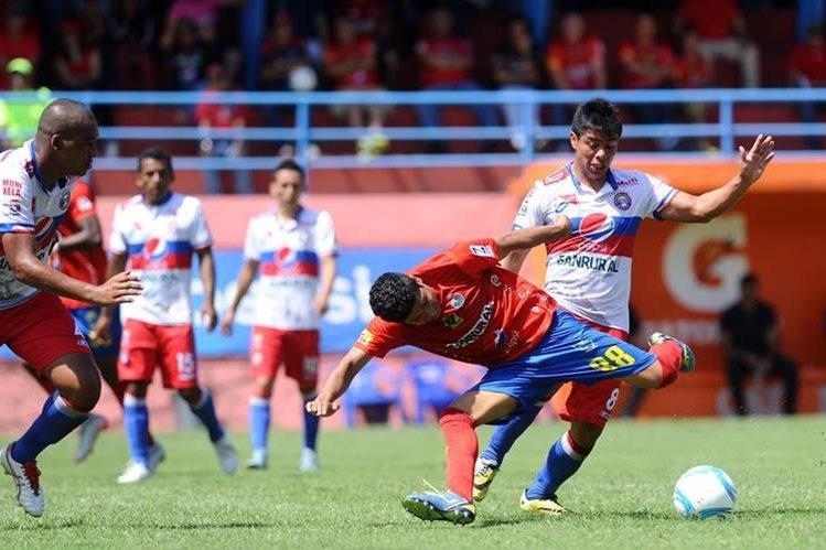 Los lanudos tuvieron un intenso duelo ante Municipal en la fecha 16 del pasado fin de semana. (Foto Prensa Libre: Francisco Sánchez)