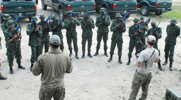 """<span class=""""irc_su"""" dir=""""ltr"""" style=""""text-align: left;"""">Militares de Guyana dicen listos para enfrentar invasión de Venezuela.</span>"""