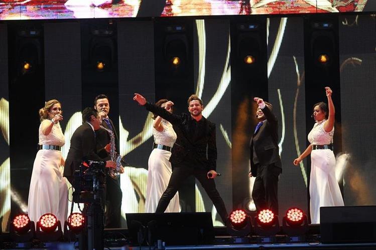 El cantante español David Bisbal fue uno de los artistas que particviparon en el concierto en homenaje al fallecido cantante y compositor mexicano Juan Gabriel, que se llevó a cabo el sábado en el Auditorio Pegasso en Toluca (México). (Foto Prensa Libre: EFE).