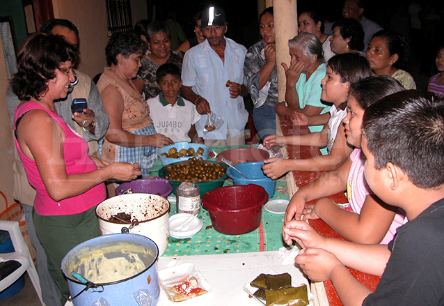 La tradición de las mesitas en Petén, es única en Guatemala. (Foto: Hemeroteca PL)