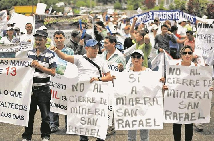 Colaboradores de la Mina San Rafael han efectuado plantones para exigir el reinicio de operaciones. (Foto Hemeroteca PL)