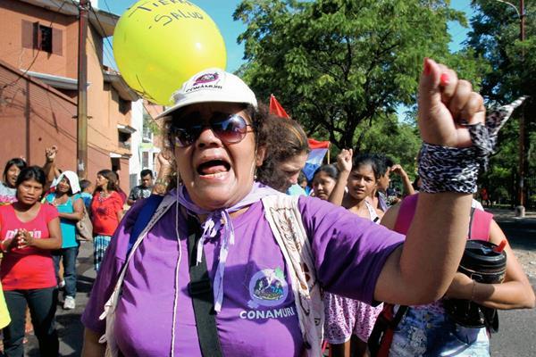 La igualdad de género afecta a las familias porque trata de confundir el rol de la mujer dicen mujeres (Foto Prensa Libre: EFE)
