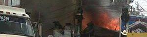 Socorristas sofocan el fuego