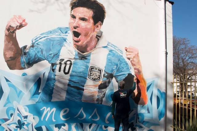Este fue el mural que pintaron en la escuela de Rosario (Foto Prensa Libre: Lio Messi)