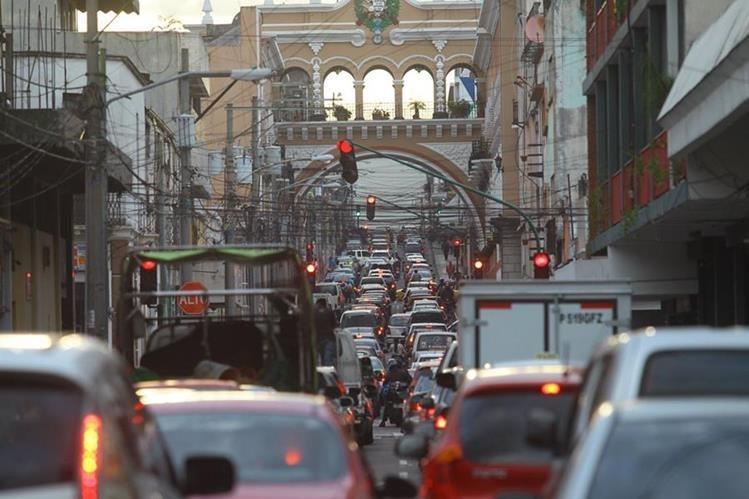 Autoridades recomiendan usar rutas alternas para evitar atascos. (Foto Prensa Libre: Hemeroteca PL).