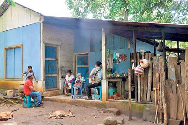 <p>La familia de Andrés López sobrevive en condiciones humildes.</p>