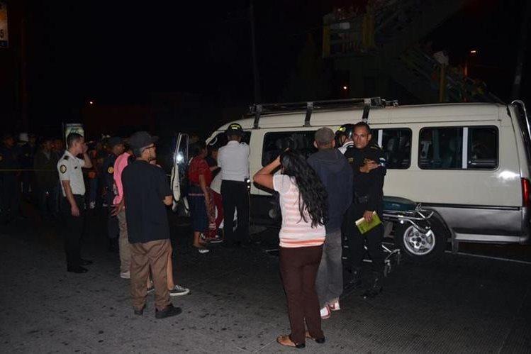 El piloto del microbús fue identificado como Kevin Rolando Pineda Yol, de 22 años. (Foto Prensa Libre: CVB).