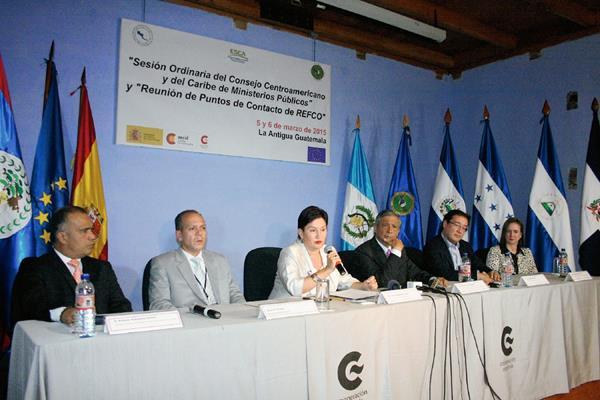 Fiscales participan en reunión en la sede de la Cooperación Española en Antigua Guatemala. (Foto Prensa Libre: Renato Melgar)
