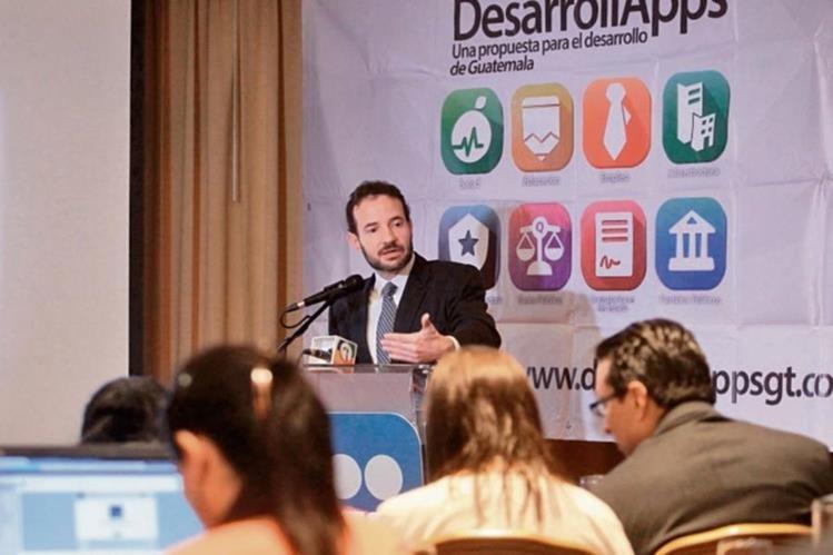 Francisco Quezada, analista del área legal del Cien, explicó la rebajas en el presupuesto.