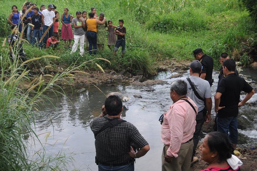 Un hombre fue localizado muerto en un riachuelo en Coatepeque, Quetzaltenango. (Foto Prensa Libre: Alex Coyoy)