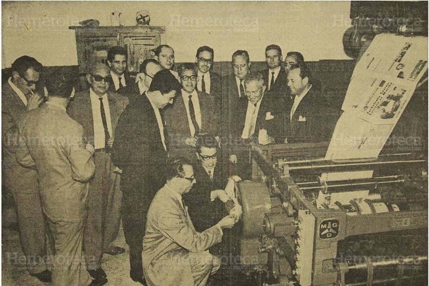 Cotejo de los datos obtenidos de la máquina sumadora  de Prensa Lbre. (Foto: Hemeroteca PL)
