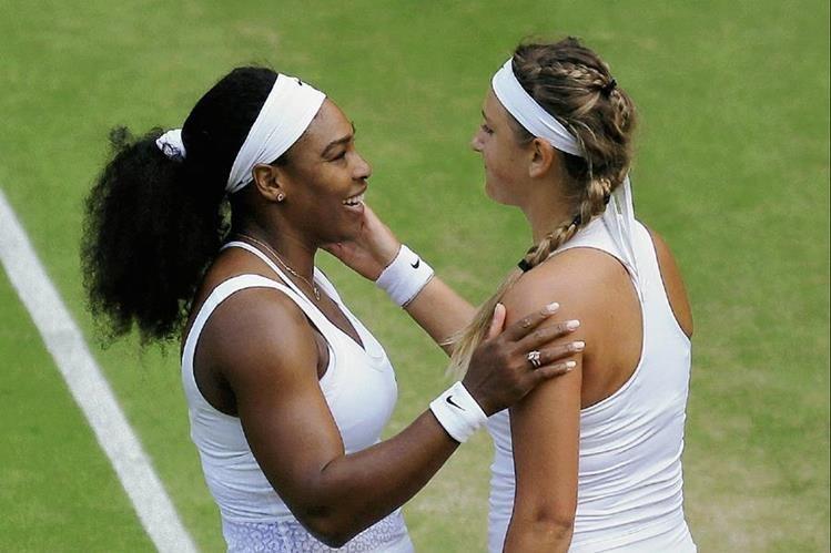 Serena Williams y Victoria Azarenka al finalizar el juego de este martes. (Foto Prensa Libre: AP)