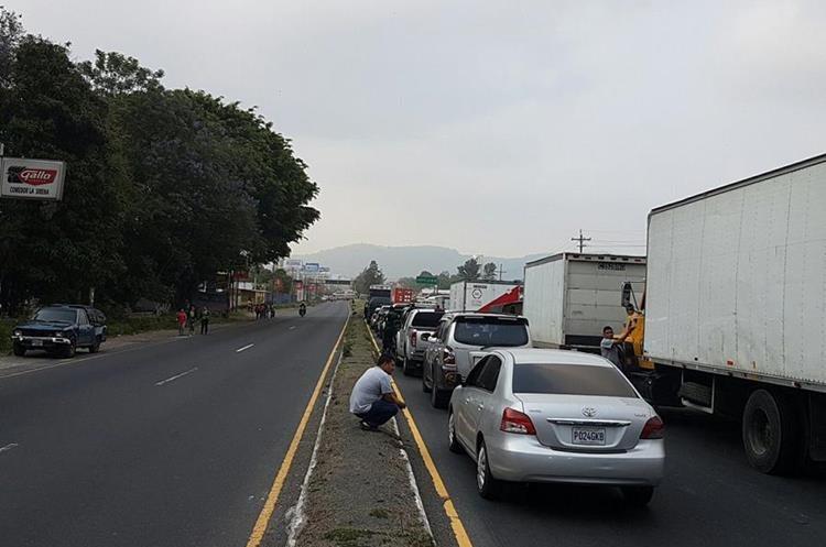 Congestionamiento por el bloqueo. Foto Prensa Libre:@javierlamg
