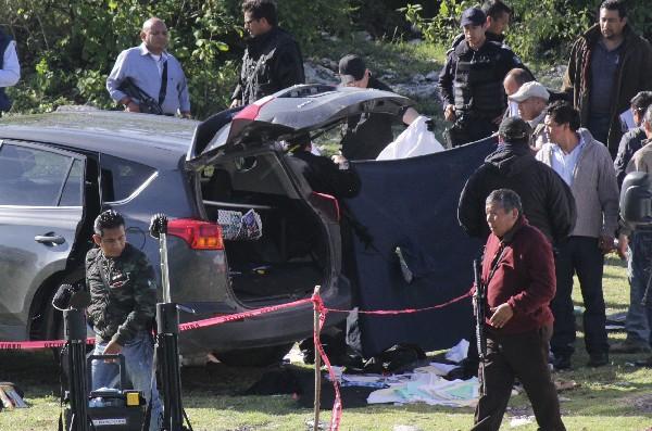 El vehículo donde fue asesinado José Santamaría Zavala, alcalde de Huehuetlán el Grande, Puebla,México. (Foto Prensa Libre:EFE).